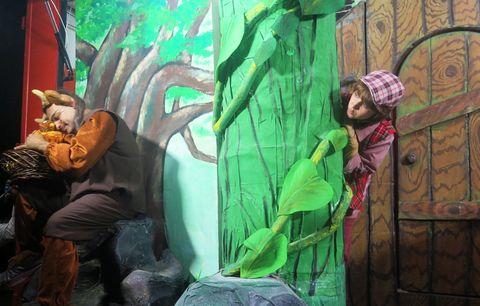 گزارش تصویری نخستین برنامه پویش «فصل گرم کتاب»برای بچههای قزوین
