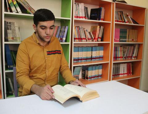 عضو انجمنهای ادبی کانون پرورش فکری بندرعباس رتبه اول شعر جشنواره فرهنگی هنری کشور