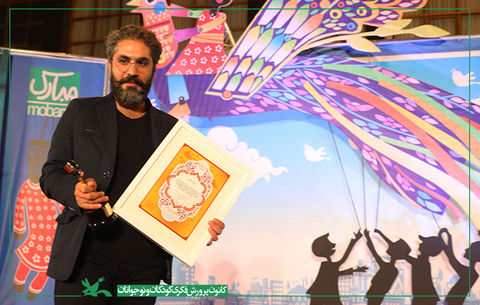 قدردانی از وحید خسروی مربی کانون کرمانشاه برای شادی بخشی به کودکان زلزلهزده