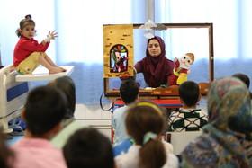 اجرای نمایش عروسکی برای کودکان بستری در بیمارستانها