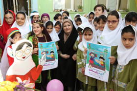 توسط مدیر کل کانون پرورش فکری کودکان و نوجوانان استان بوشهر در دبستان دخترانه درخشان