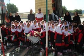تجلیل ازمقام شامخ  شهدا همزمان با هفته ملی کودک در شهرستان جاسک