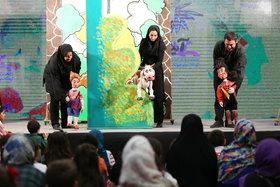 اجرای برنامههای جذاب نمایشی روی صحنه نمایشگاه هفته ملی کودک