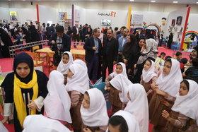 بازدید مدیرعامل کانون از نمایشگاه هفته ملی کودک تهران