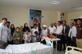 عیادت ازکودکان بیمار بیمارستان خاتم الانبیاء جاسک به مناسبت هفته ملی کودک