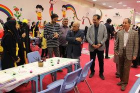 بازدید هوشنگ مرادی کرمانی نویسنده کودک و نوجوان از نمایشگاه هفته ملی کودک