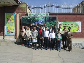 دیداراعضای کانون پرورش فکری کودکان و نوجوانان شماره یک شهرکرد با پرسنل کلانتری 13 این شهر به مناسبت هفته نیروی انتظامی