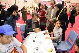 بازدید علی درستکار، پژوهشگر و مجری صدا و سیما از نمایشگاه هفته ملی کودک