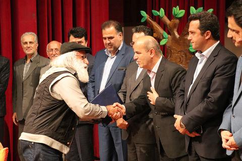 از برگزیدگان مرحله استانی بیستمین جشنواره بین المللی قصهگویی در مازندران تقدیر شد