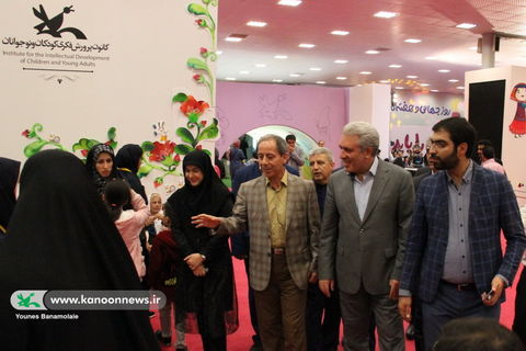 بازدید مسئولان از نمایشگاه هفته ملی کودک/ عکس از یونس بنامولایی