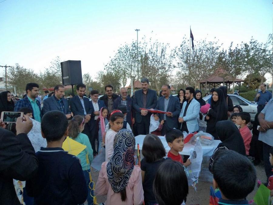 اولین جشنوارهی بادبادکها در شهرتفت برگزارشد