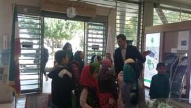 کودکان کانون از بانک کشاورزی بازدید کردند