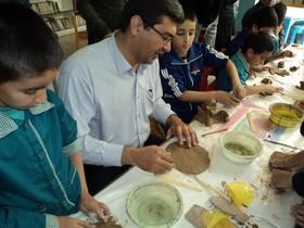 بازدید فرماندار مهریز از نمایشگاه آثار اعضای مرکز فرهنگی هنری مهریز