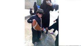 کودکان حسینی در مسیر پیادهروی اربعین