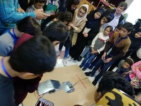 مسابقه رباتها در مجتمع کانون تبریز