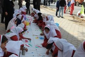 برگزاری ایستگاه نقاشی در مسیر راهپیمایی 13 آبان توسط کانون کهگیلویه و بویراحمد