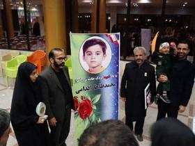 تجلیل مدیرکل کانون پرورش فکری استان سمنان از خانواده شهدا