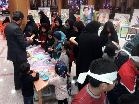 گزارش تصویری از نمایشگاه آثار اعضای کودک و نوجوان کانون پرورش فکری در همایش مجاهدان در غربت