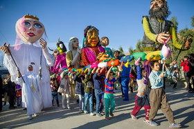 شادپیمایی عروسکها در شهرهای زلزلهزده استان کرمانشاه