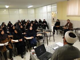 دوره آموزش و توانمندسازی شیوه های انس کودکان و نوجوانان با نماز در مرکز آموزش کانون استان اصفهان