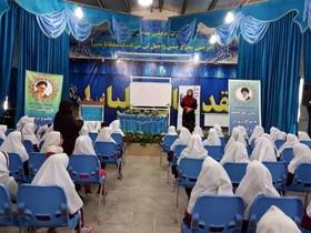 قصه های متنوعی توسط قصه گوها در مدارس و مناطق حاشیه نشین شهر کرمان اجرا شد
