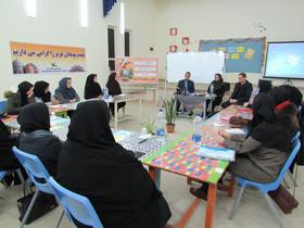 دوره آموزشی«کارگاه شعر» و گردهمایی سالانه؛ ویژه مربیان ادبی کانون استان اردبیل