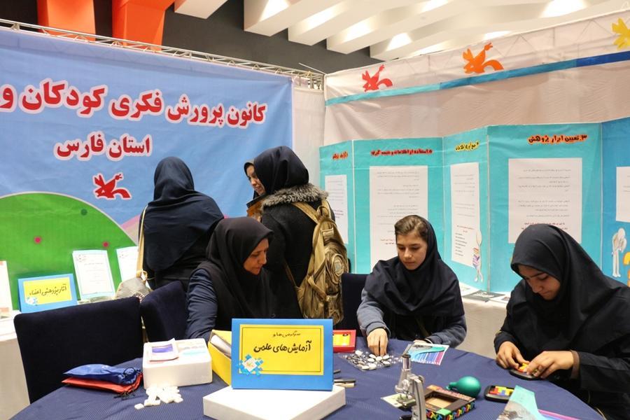 نمایش آثار پژوهشی کانون فارس در نمایشگاه دستآوردهای پژوهشی استان فارس
