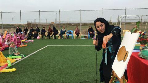 اهدا کتاب به کودکان روستای چاه تلخ جنوبی(کانون بوشهر)