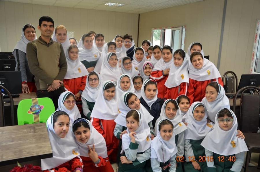حضور شاعر فارسی در جمع دانشآموزان