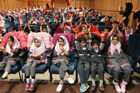اجرای نمایش کی از همه قوی تره توسط واحد هنرهای نمایشی کانون در سینما کودک شهرکرد