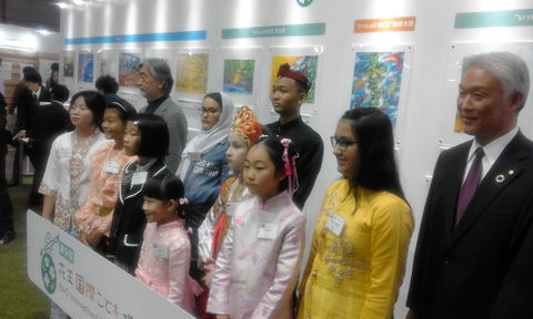 اهدا لوح تقدیر و جایزه  عضو کانون قروه درجزین در ژاپن
