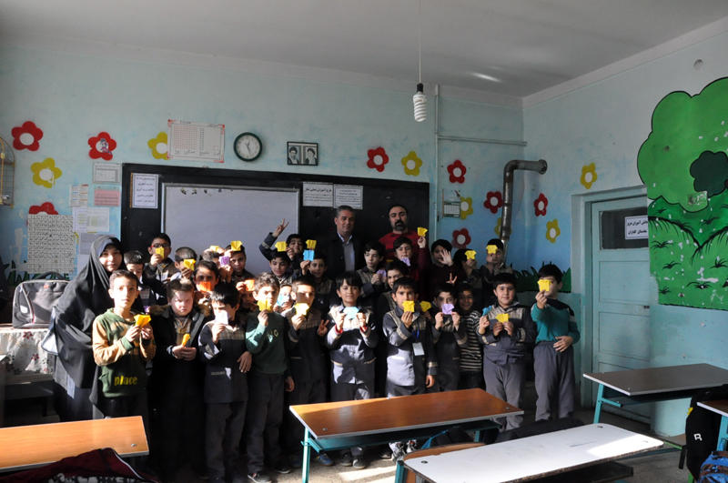 بازدید مدیرکل کانون استان از کتابخانههای سیار شهری و روستایی اردبیل