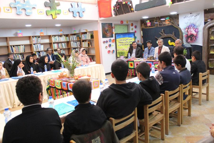 برگزاری نشست ادبی دو پنجره در کانون پرورش فکری کهگیلویه و بویراحمد