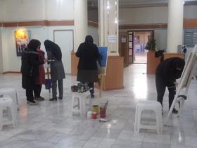 بازدید مدیر کل کانون از نمایشگاه نقاشی اعضای مرکز توانبخشی مهرگان