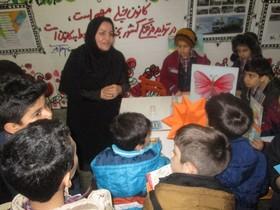 بازدید کودکان از غرفه دستاورد های چهل ساله انقلاب کانون پرورش فکری کودکان و نوجوانان