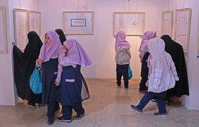 استقبال دانشآموزان از نمایشگاه دوسالانه هنرهای تجسمی کانون