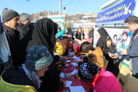 استقبال از برنامههای کانون در کوهپیمایی خانوادهها در تبریز