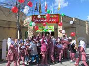 40 بادکنک به رنگهای پرچم ایران اسلامی را در آسمان آبی به پرواز در آوردند