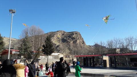 گزارش تصویری ازپروازبادبادکها ومسابقه نقاشی در خرم آباد