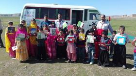 جشن کودکانههای انقلاب کتابخانه سیار کانون خوزستان در حیات آباد هارکله