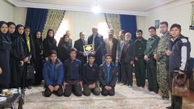 دیدار مدیرکل و اعضای کانون استان قزوین با خانواده شهید نوجوان انقلاب