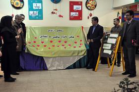 رونمایی از تندیس چهل بانوی فاطمی و انقلابی در مرکز شماره ۲ کانون مشکینشهر