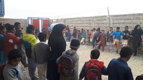 کتابخانهی سیار شهری زاهدان(سیستان و بلوچستان) مهمان دانشآموزان حاشیهی شهر در دههی فجر