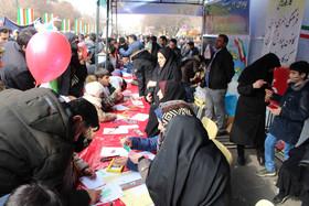 برپایی کارگاههای هنری و ادبی کانون در مسیر راهپیمایی ۲۲ بهمن