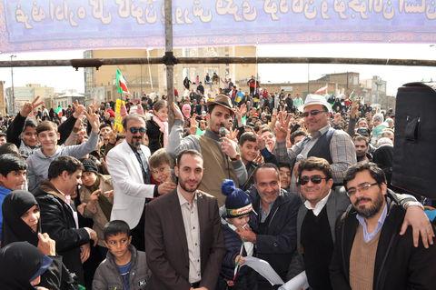 برپایی غرفه کانون پرورش فکری استان زنجان و استقبال بی نظیر مردم در راهپیمایی 22 بهمن سال 97
