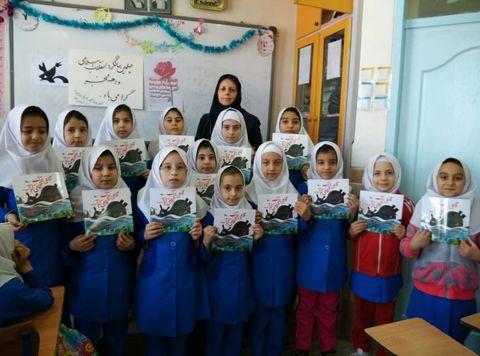 کتابخانههای سیار و پستی کانون آذربایجان شرقی، برنامههای متنوعی برای کودکان و نوجوانان اجرا کردند