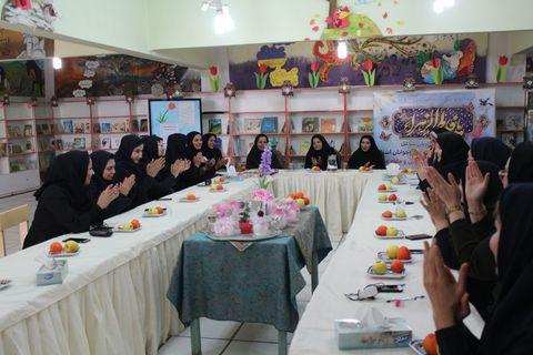 تقدیر از زنان شاغل در کانون پرورش فکری کهگیلویه و بویراحمد به مناسبت روز زن