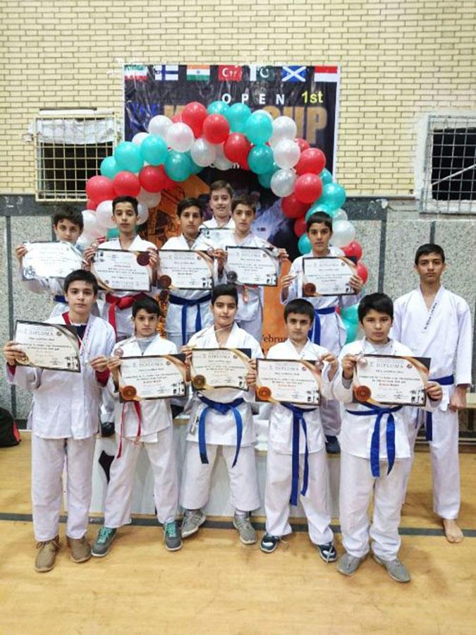 درخشش اعضا نوجوان مرکز اسدآباد در مسابقات بین المللی کاراته در شیراز