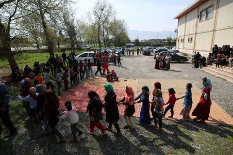 امداد فرهنگی «پیک امید» کانون در مناطق سیلزده استان گلستان