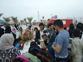 کانون پرورش فکری سیستان و بلوچستان در ساحل زیبای کُنارک میزبان مسافران نوروزی در طرح 《عیدانه کتاب》 بود